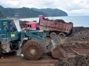 Toprak, çamur, balçık ve sel atıkları Karadenize dökülüyor