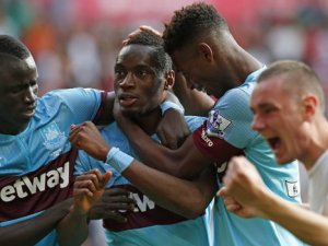 West Ham, Liverpool'u rahat geçti