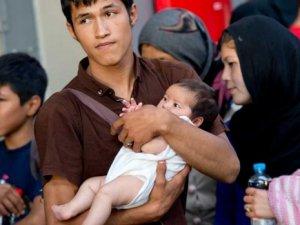Almanya'nın kapıları bin 600 Suriyeli mülteciye açıldı
