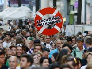 Avusturya'da binlerce kişi göçmenlere destek gösterisi düzenledi