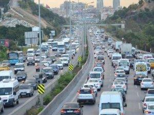 Yol çalışması İstanbul'da trafiği kilitledi