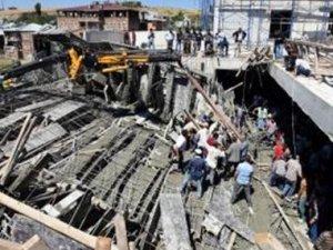 Bitlis'te AVM inşaatı çöktü: 1 ölü 4 yaralı