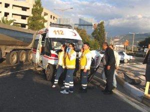 Milas'ta ambulans otomobille çarpıştı: 1 yaralı