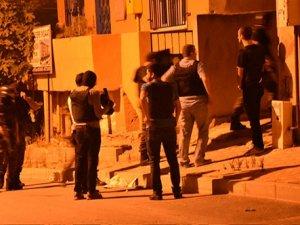 İstanbul'da 'terör' operasyonu: Kapılar kırıldı, çok sayıda gözaltı var