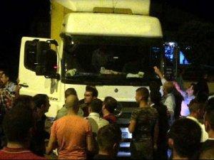 Erzurum'da yol kesen grup kimlik kontrolü yaptı