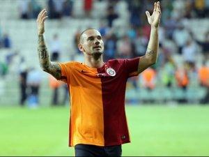 Sneijder'le imzalar atılıyor