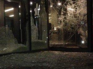 Hürriyet'e ikinci saldırı; kamyonlarla gelen saldırganlar gazeteyi bastı!