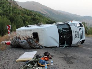 Tarım işçilerini taşıyan minibüs kaza yaptı