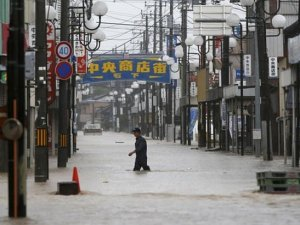 Japonya'da sel: Binlerce kişi evini boşalttı