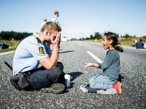 Danimarkalı polis memuruna dünyadan evlilik teklifi yağıyor