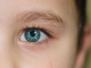 Çocuklarınız gözlerini fazla kırpıyorsa dikkat!
