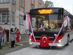 Tanıştıkları halk otobüsü gelin arabaları oldu