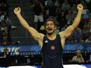 Taha Akgül, altın madalya kazandı