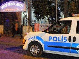 Cami hırsızları namaza gelen polislere yakalandı