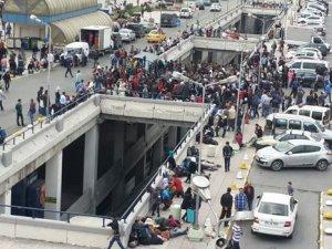 Bilet alamayan mülteciler İstanbul Otogar'ında bekliyor