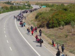 Suriyeliler Avrupa'ya gitmek için Edirne'ye akın etti