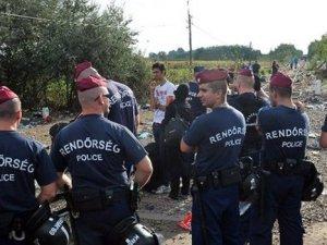 Macaristan'dan sığınmacılara gözaltı