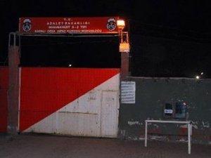 Ağrı'da cezaevine roketli saldırı