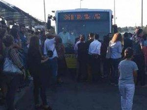 Metrobüs hattında yine isyan