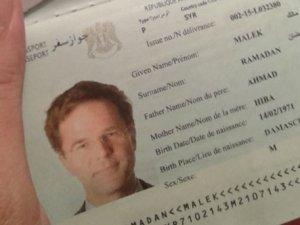 Hollanda başbakanının fotoğrafıyla sahte Suriye pasaportu çıkarttı