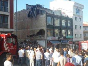 Üsküdar'da 4 katlı bina çöktü: 1'i ağır 4 yaralı