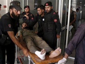 Pakistan Talibanı hava üssündeki camide namaz kılanlara saldırdı: 29 ölü