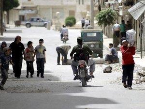 Rusya Suriye'de evlerinden olanlar için kamp inşa etti