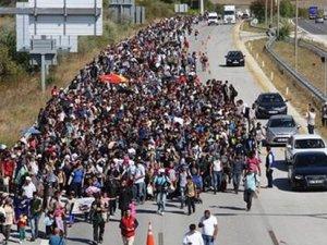 Suriyeli mülteciler yürüyüşe geçti, TEM ulaşıma kapandı