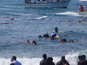 Ege'de yine aynı facia: 46 göçmen taşıyan tekne battı!