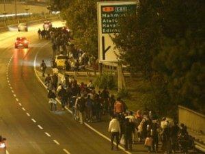 Suriyeli mülteciler Edirne'ye doğru yürüyüşe geçti