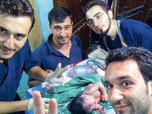 Suriyeli bebek, kafasında şarapnel parçasıyla doğdu