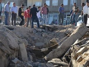 Hakkari'de polis aracının geçişi sırasında patlama