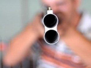 Domuza ateş etmek isterken kızını öldürdü