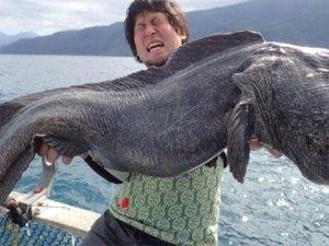 Denizden çıkan devasa balık herkesi şoke etti