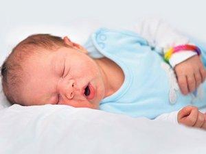 Horlayan çocuk yorgun ve stresli uyanıyor