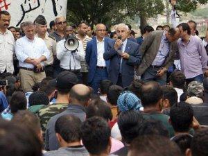 Edirne Valisi'ni Suriyeliler protesto etti