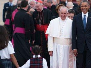 Obama, Papa'yı havalimanında karşıladı