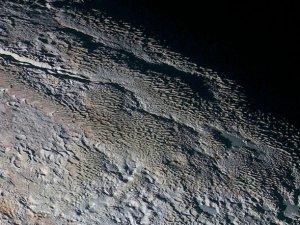Plüton, NASA'ya poz verdi