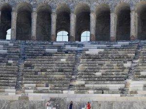 Aspendos'a 'restorasyon' skandalı