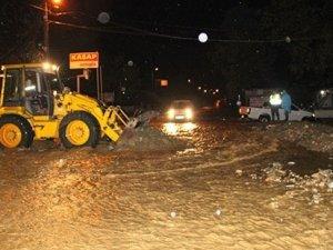 Koceeli- Sakaraya karayolu sel nedeniyle kapandı