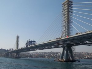 Haliç Köprüsü'nde intihar