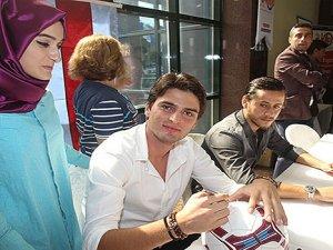 Trabzonsporlu futbolcular imza gününde