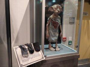 Ev cini Dobby serbest kalsın diye çorap bırakıyorlar