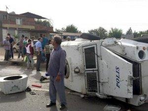 Diyarbakır'da zırhlı polis aracı takla attı: 3 polis yaralı