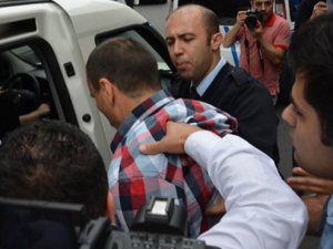 Muhabire yaka paça gözaltı