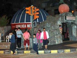 Antalya'da korkutan deprem: Geceyi dışarda geçirdiler