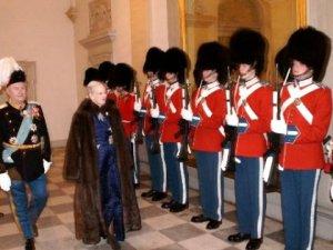 Kraliçe'nin Yıllık Maaşı 79,5 Milyon Krona yükseltildi