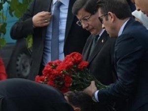 Başbakan Davutoğlu katliamın olduğu yerde