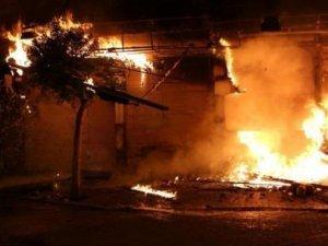 Alanya'da yangın: 7 işyeri kül oldu