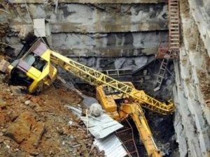 Vinç 15 metrelik inşaat alanına uçtu